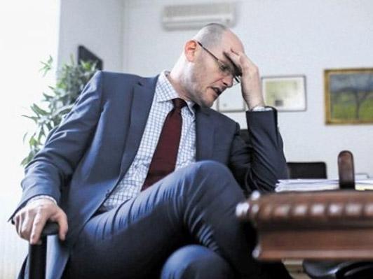 Nova pravna praksa: Smrtna utrujenost ministra ima lahko simptome opitosti