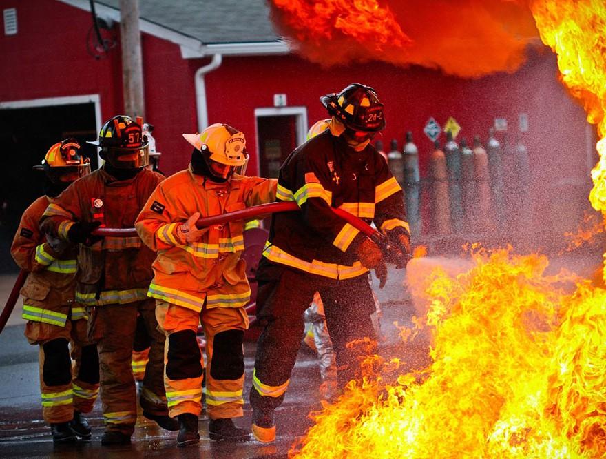 Kdo se dela norca iz gasilcev – ali smo dosegli moralno dno te države?