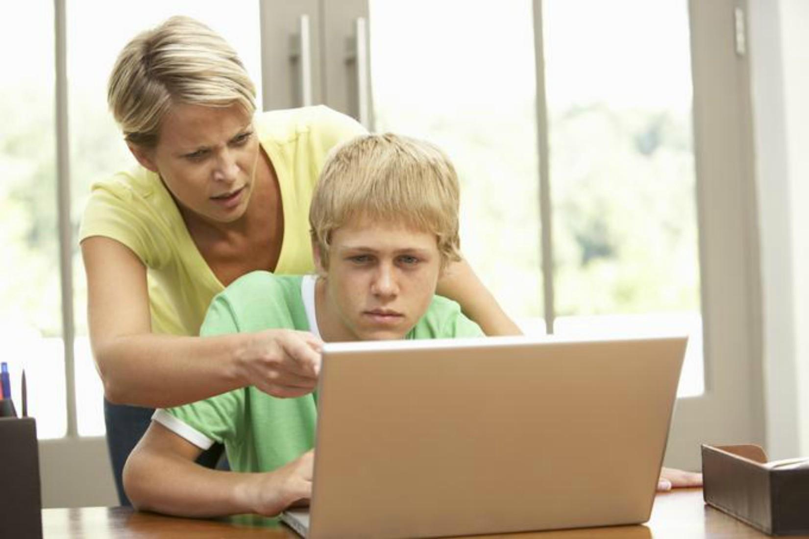 Zakaj morajo starši delati otrokove naloge?