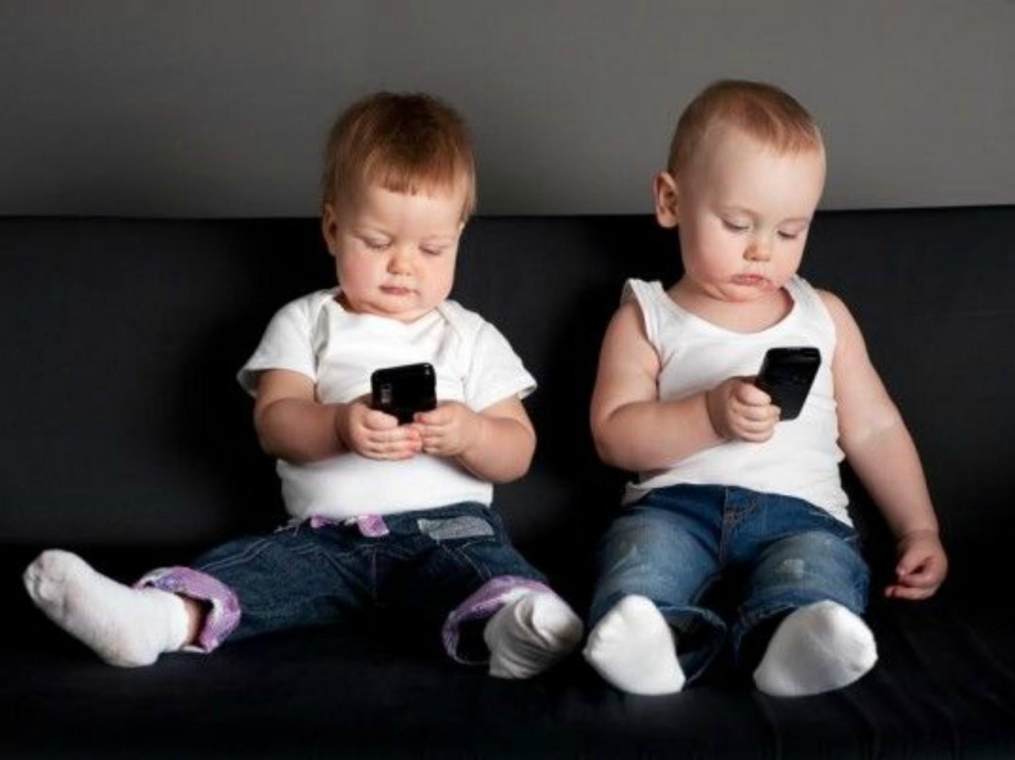 Ali nam vladajo pametni telefoni?