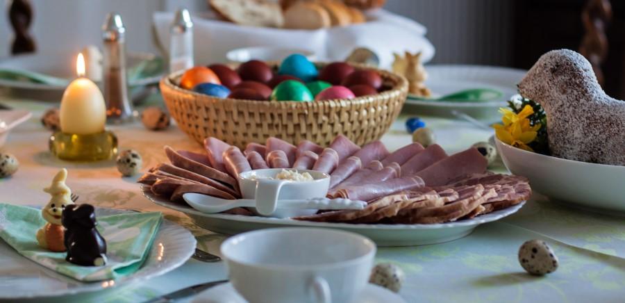 »Žegen« so lahko pojedli šele v nedeljo zjutraj, razdelili pa so ga tudi med živali. Zajtrk je torej bil slovesen, poln hvaležnosti in spoštovanja.