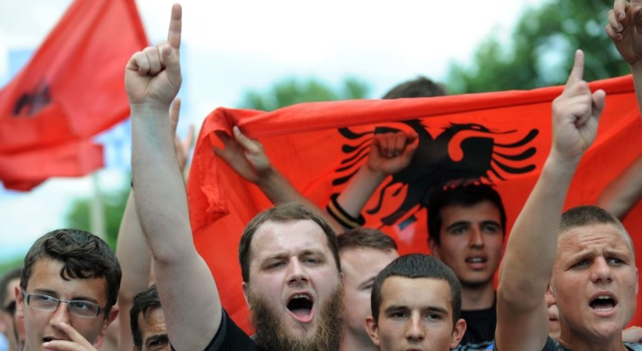 Ukinitev vizumov za Kosovo. Nam sledi »poplava« ekonomskih migrantov?