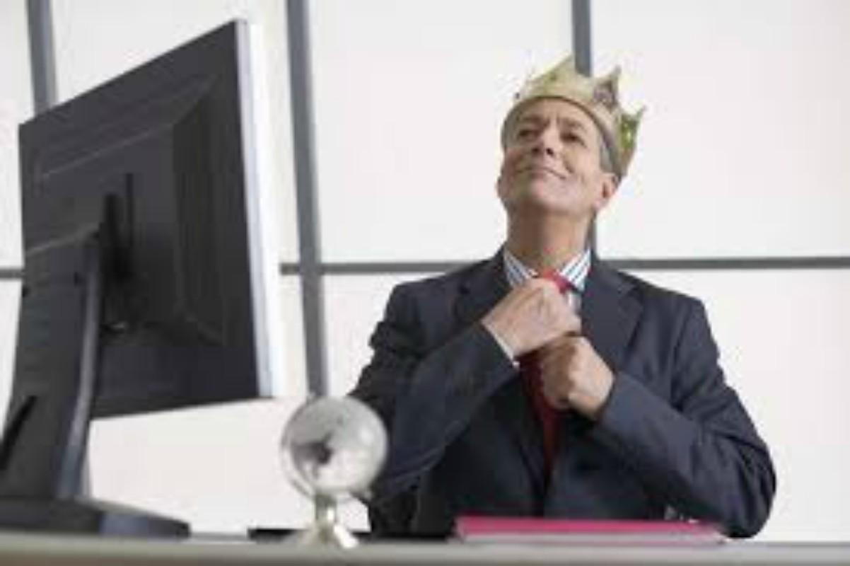 Je vaš šef narcis?