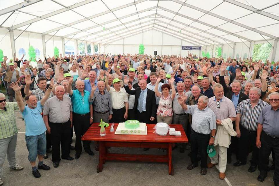 Na taboru SLS preko 3000 podpornikov, na konvenciji SDS okrog 1000