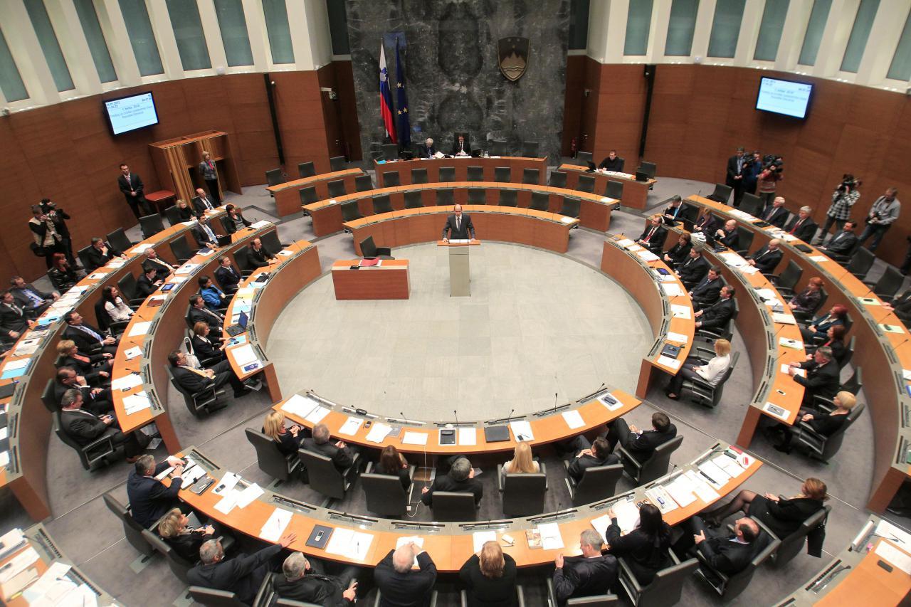 Za politična preigravanja smo zapravili že več kot 2 milijona EUR