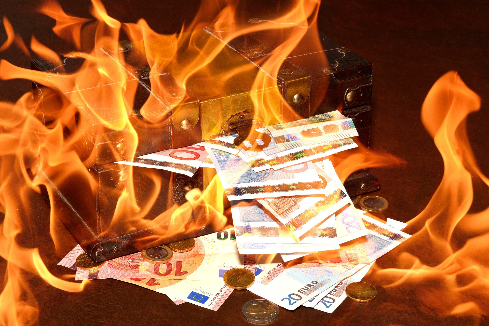 Zakaj se evropska centralna banka želi znebiti gotovine?