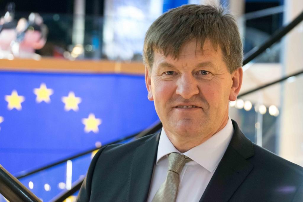Bogovičev pilotni projekt Pametne vasi je dobil 2,4 milijard evrov evropskih sredstev