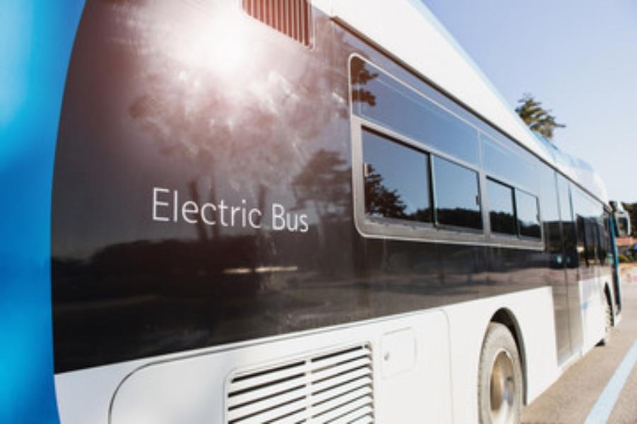 Električni avtobusi: Kitajci prevladujejo, Beograd uvaja, Zagreb razmišlja, v Ljubljani pa še zmeraj ropotajo dizli