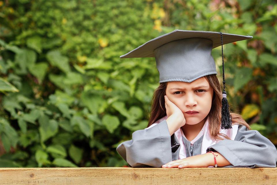 Konec leta… Zaključevanje ocen, pritisk, domače naloge, učitelji, naporni dnevi… Pa komu se še da biti v šoli