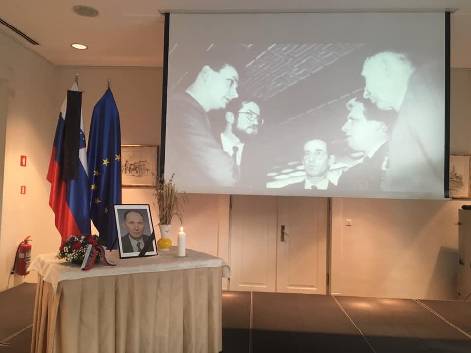 Marjan Podobnik, Matej Tonin in Alojz Kovšča so se skupaj poklonili Ivanu Omanu