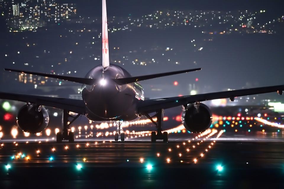 Bo letenje od zdaj naprej namenjeno le še bogatim?
