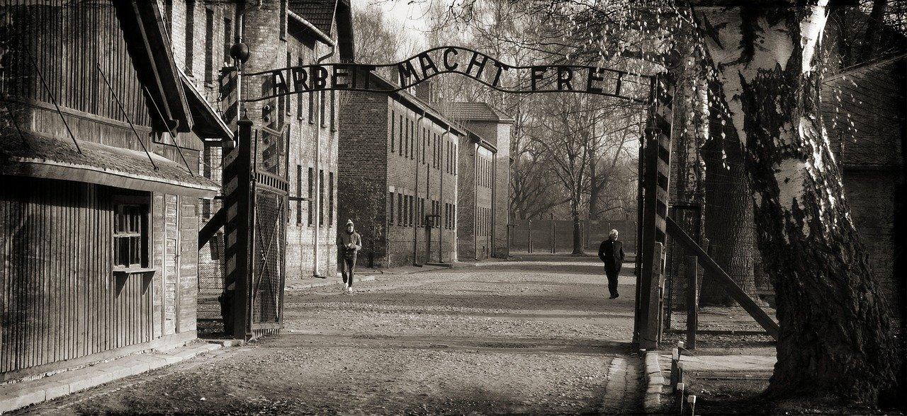 75 let po  osvoboditvi uničevalnega taborišča Auschwitz  in drugih nacističnih in fašističnih koncentracijskih taborišč