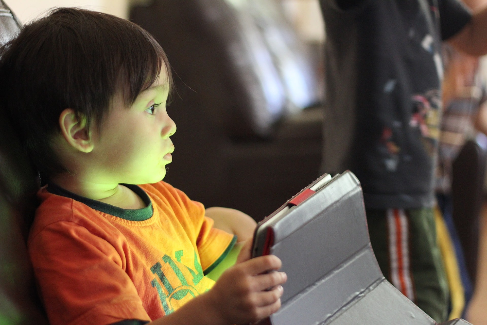 Dan varne rabe interneta: Kaj morajo vedeti starši o varstvu otrok na spletu?