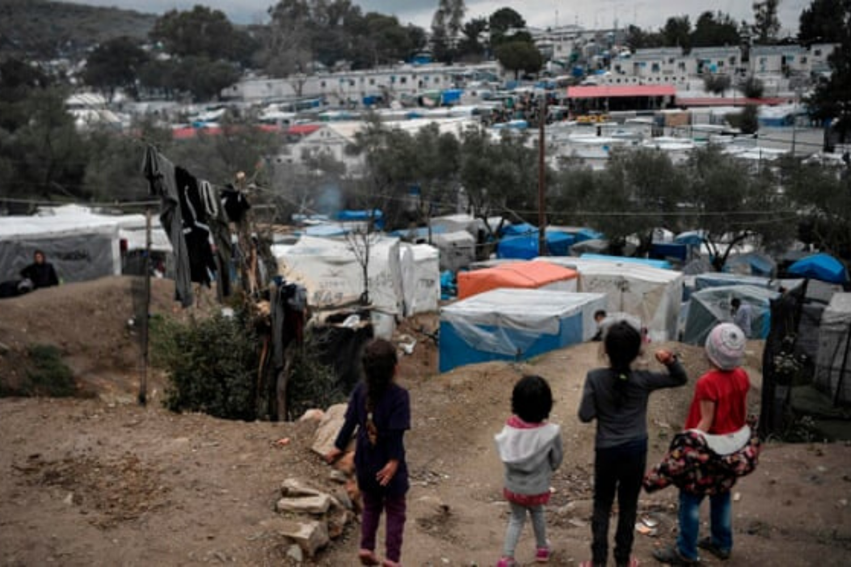 Evropska komisija migrantom ponuja 2.000 evrov