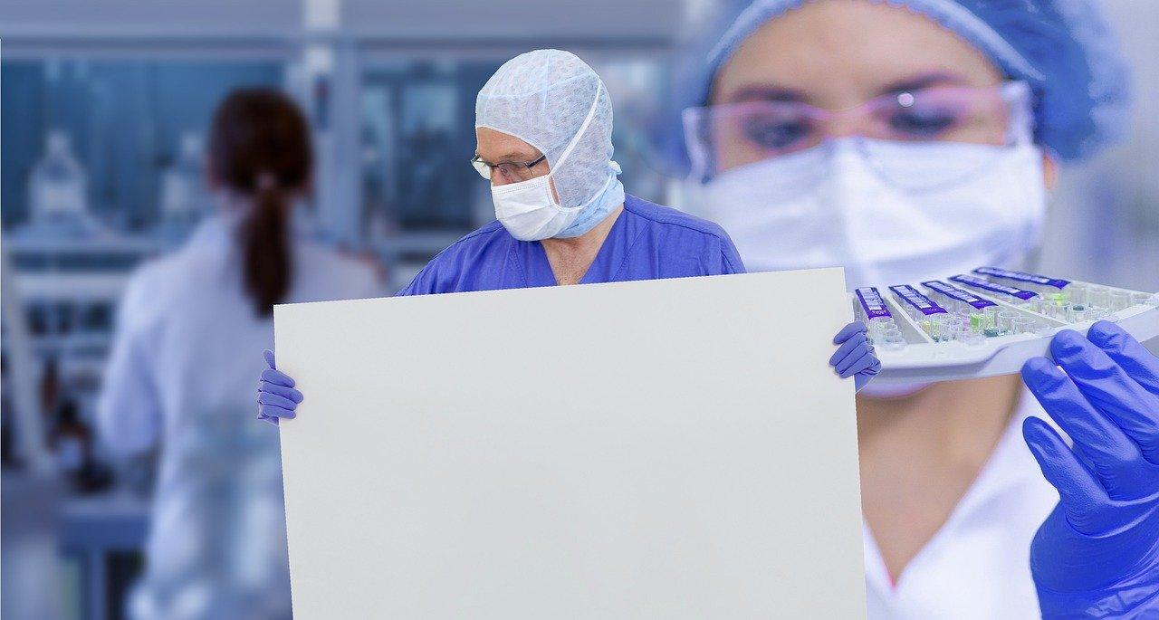 Število okužb še narašča, Janša poziva k strpnosti