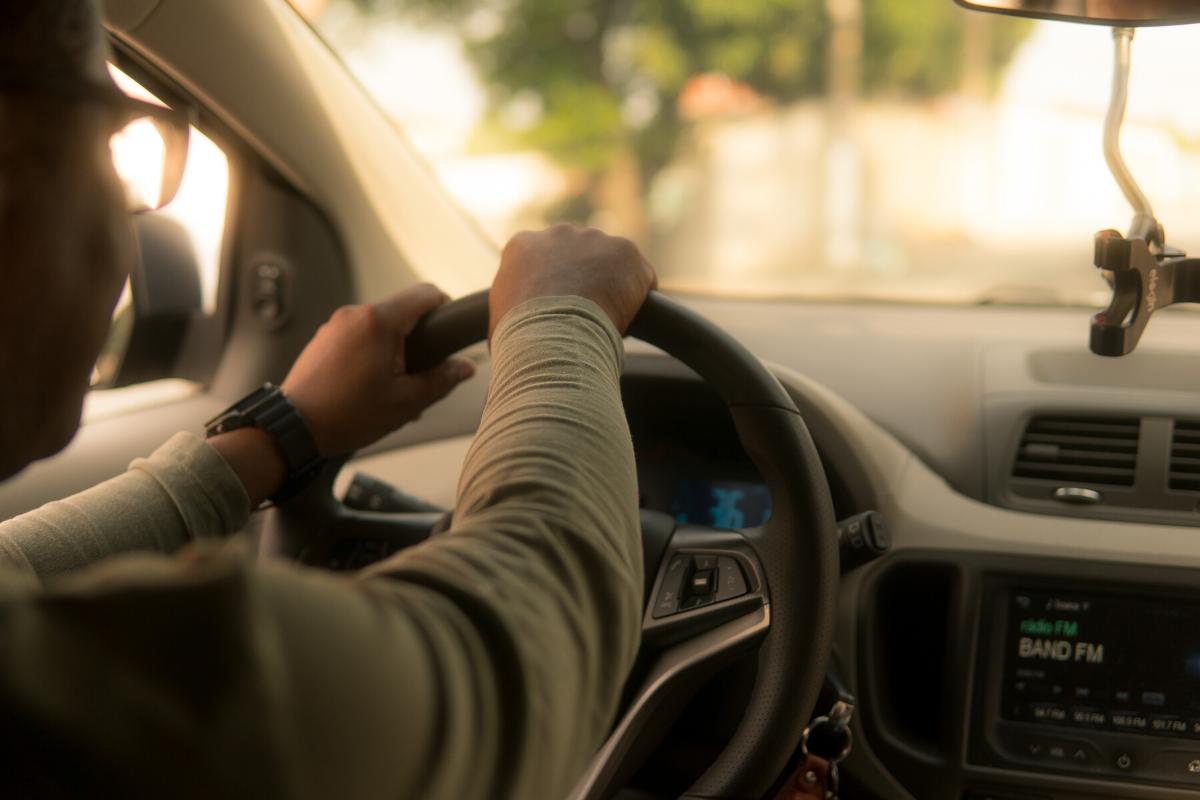 Ali lahko avtomobilsko zavarovanje in registracijo podaljšamo na daljavo?