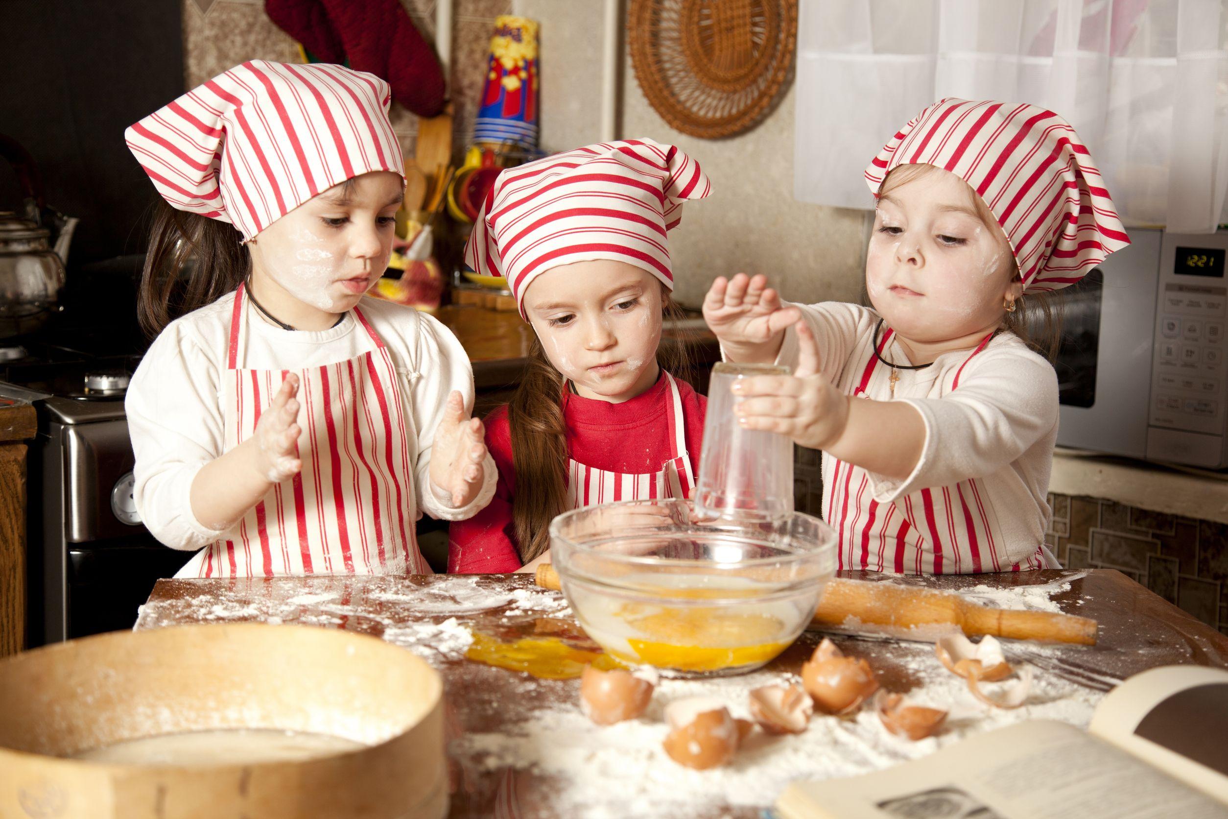 Krajšanje časa v karanteni: peka za vso družino