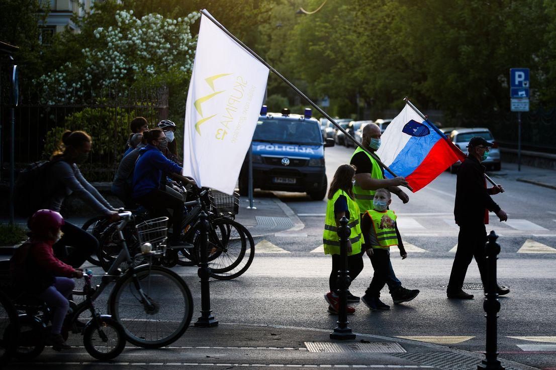 Samo nekaj tisoč protestnikov se je rekreiralo v najmanj šestih slovenskih mestih
