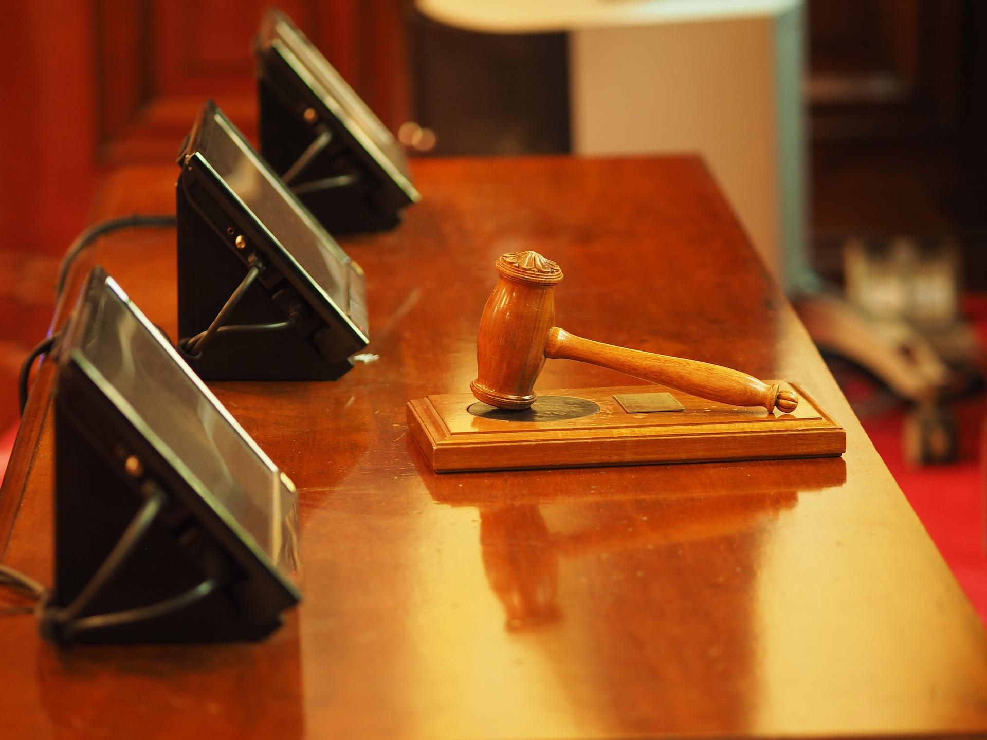 Z delom (končno) začenjajo tudi sodišča