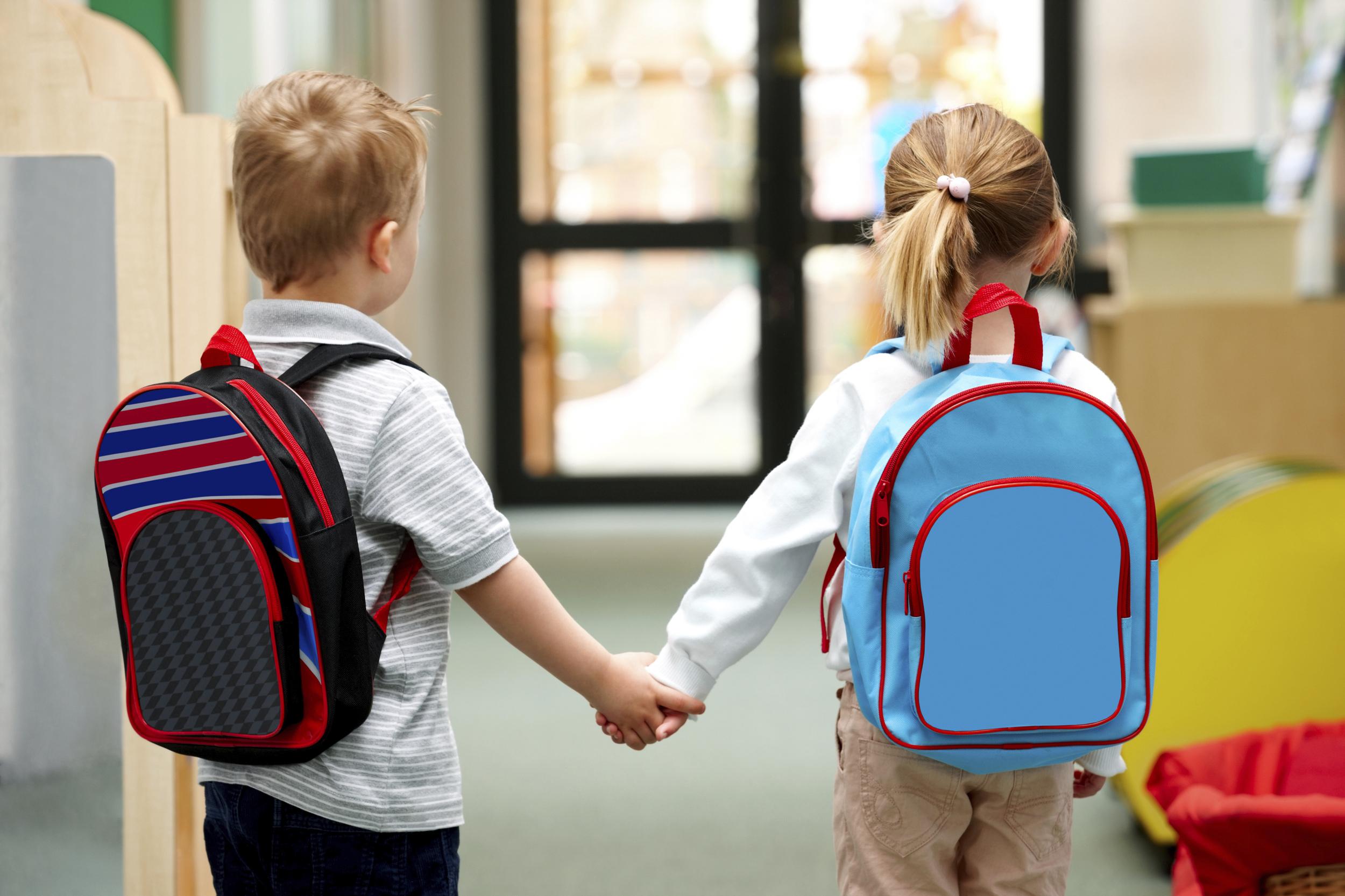 Otroci se vračajo v šolske klopi, vse trgovine se odpirajo