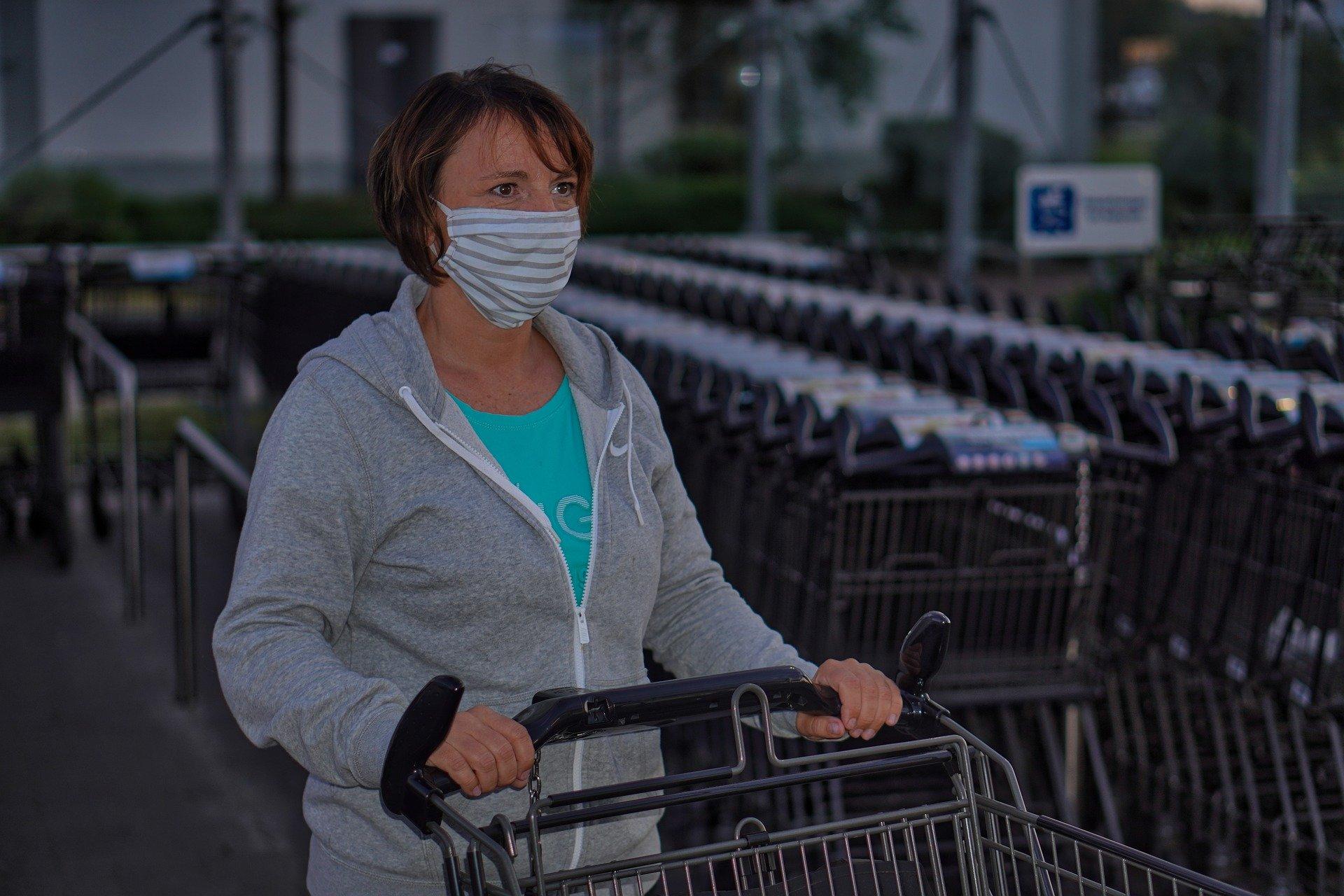 Zaščite maske še obvezne, toda ne povsod