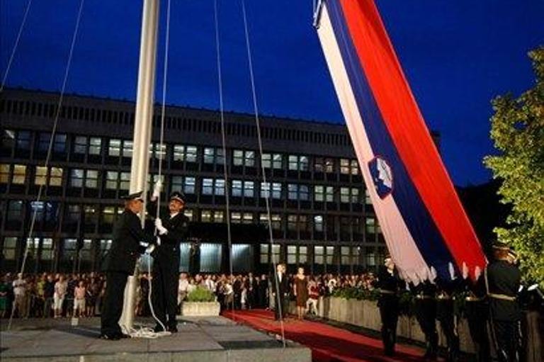 Slovenija in navidezna demokracija