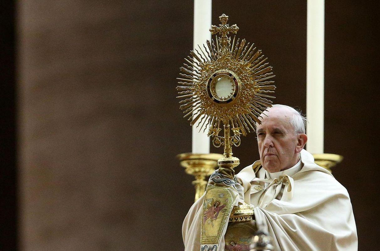 Vatikan zahteva čipiranje ljudi?