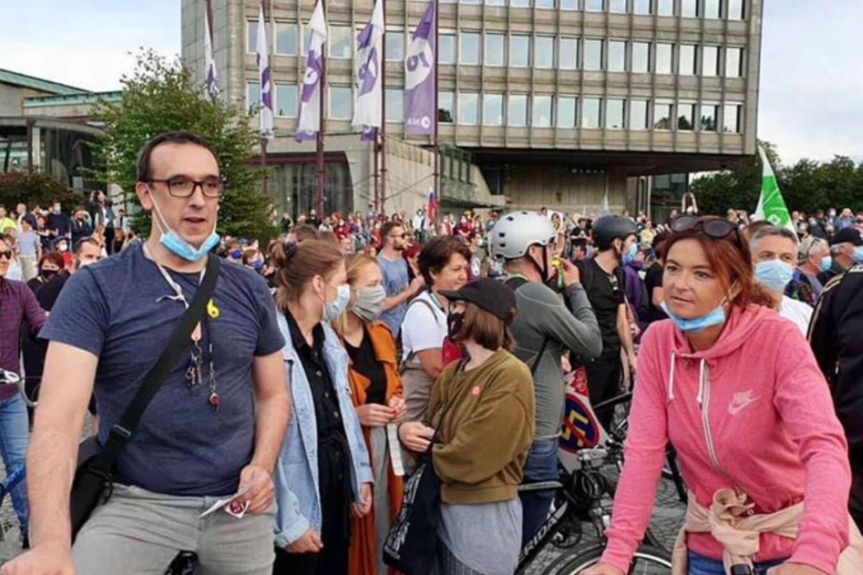 30 okuženih, mi pa še kar na protestih in na Hrvaškem