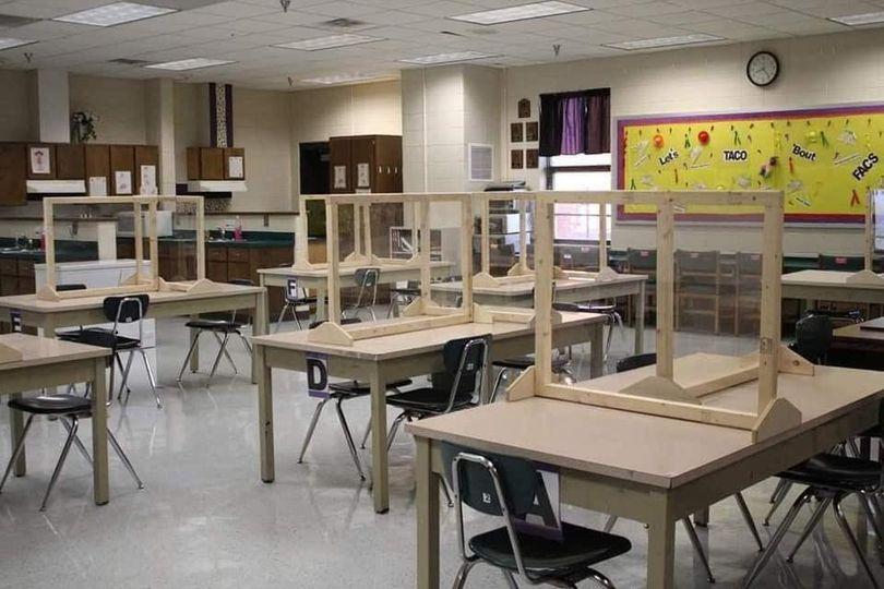 Model D predvideva šolanje na domu.