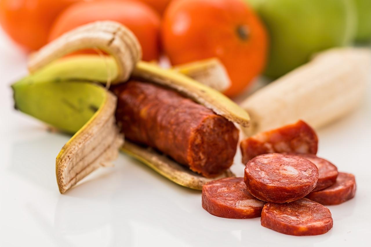Kmetu manj, a na policah hrana dražja. Ali res vemo, kaj jemo?