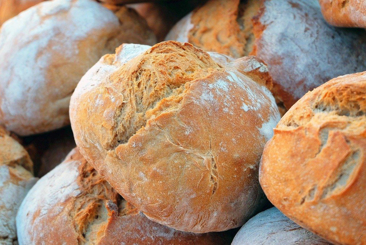 Odkupne cene kmetijskih izdelkov padajo, a v trgovini rastejo. Kdo torej krade?