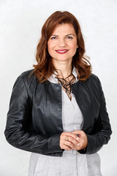 Sonja Šmuc:  »Negotovost je še visoka, a so obeti boljši, saj indeks gospodarske klime raste, tudi optimizem se veča.«