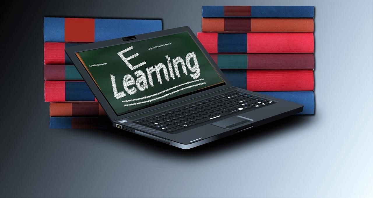 Ali bo e-učbenik kmalu zamenjal tradicionalno knjigo?