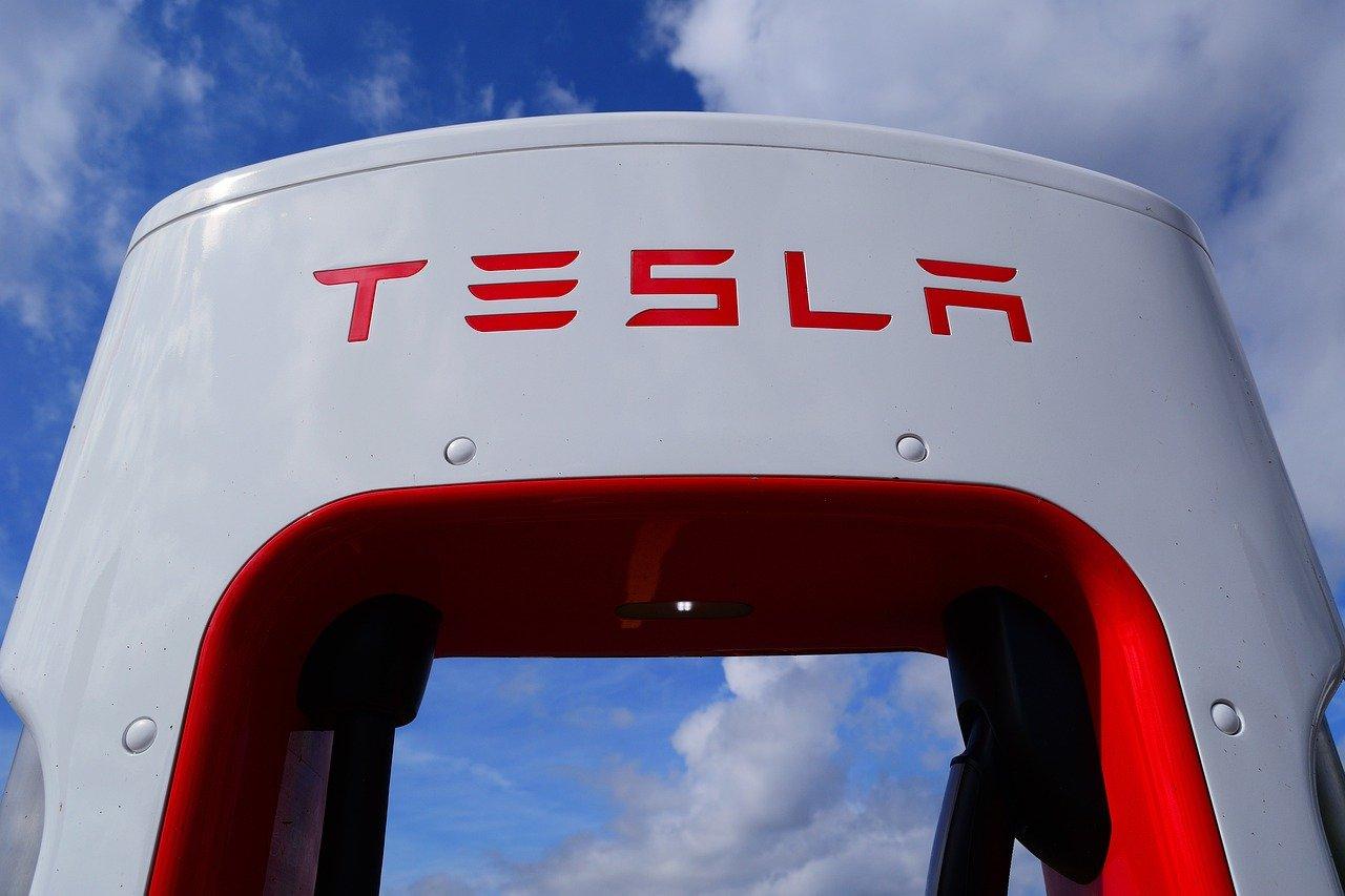 Elon Musk napoveduje, da bo Tesla kmalu dostopna po 25.000 dolarjev.
