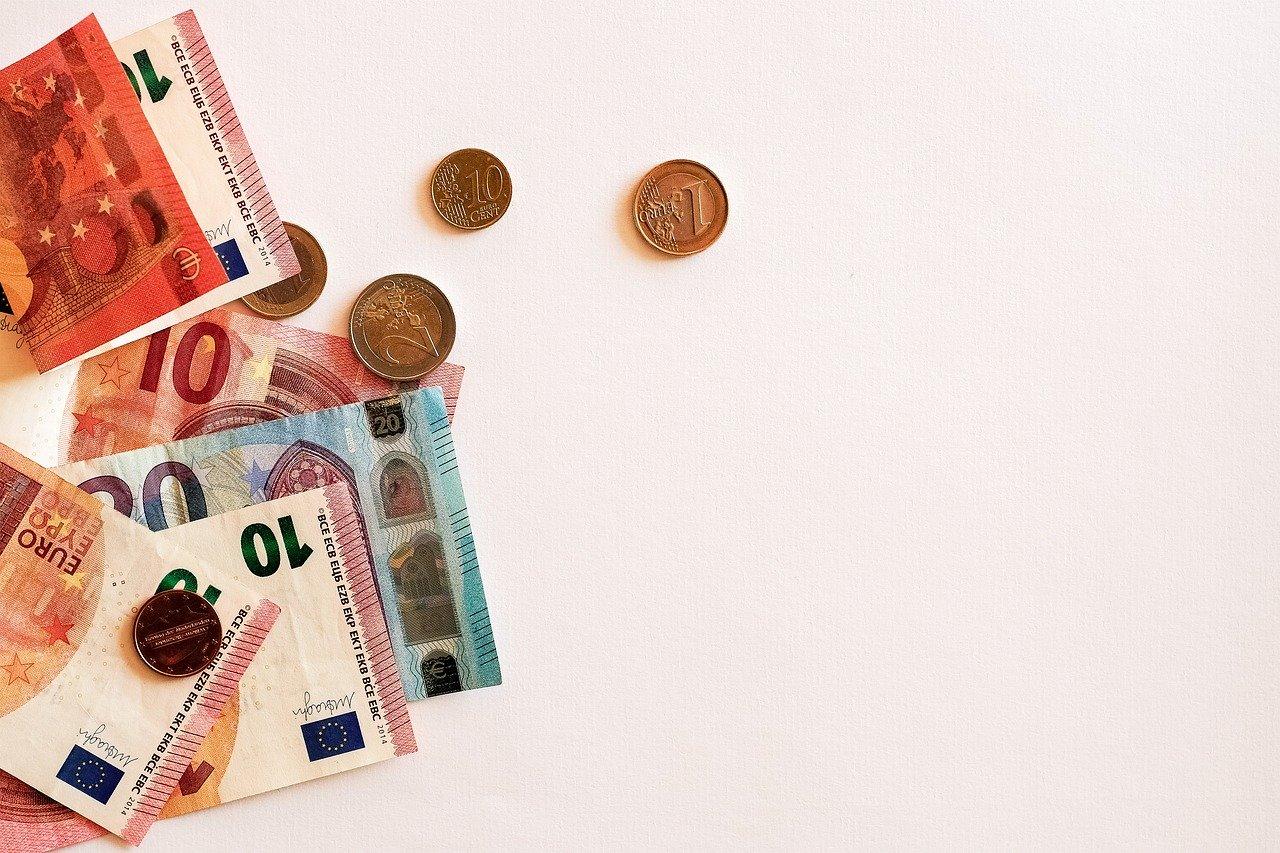 Izračun minimalnih življenjskih stroškov je nujno potreben, da se doseže enega izmed temeljnih ciljev zakonodaje na področju minimalne plače.