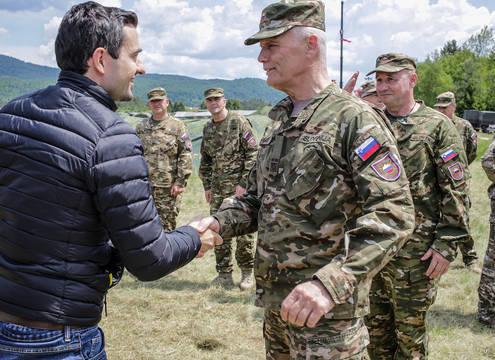 Slovenska vojska: sredstev ni, vojakov premalo, oprema iztrošena, skladišča zastarela