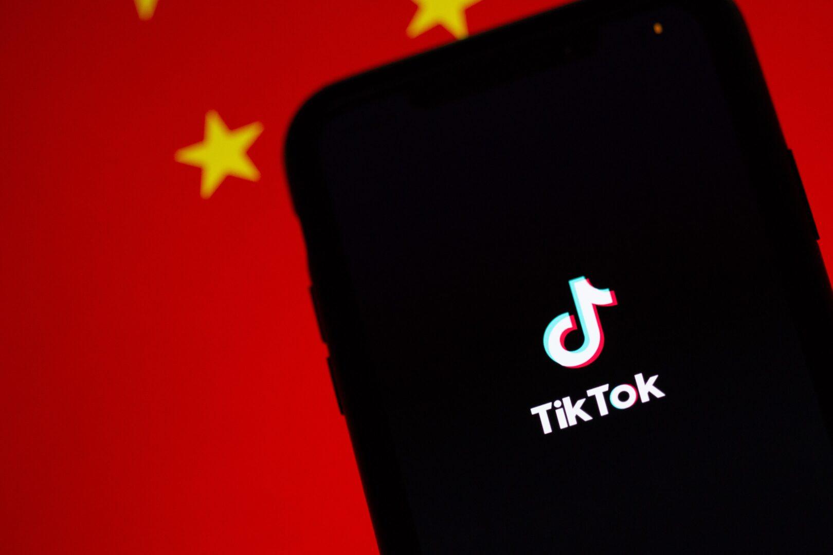 Ameriški predsednik Donald Trump je dogovor, ki bi kitajski aplikaciji za izmenjavo videov TikTok omogočil nadaljnje delovanje v ZDA, podprl.