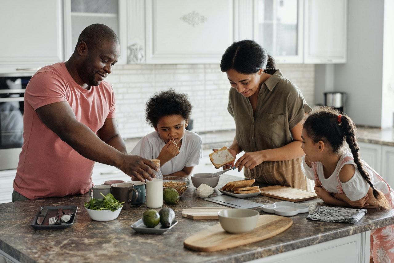 Krompirjeve počitnice: 15 idej kako jih zabavno preživeti doma