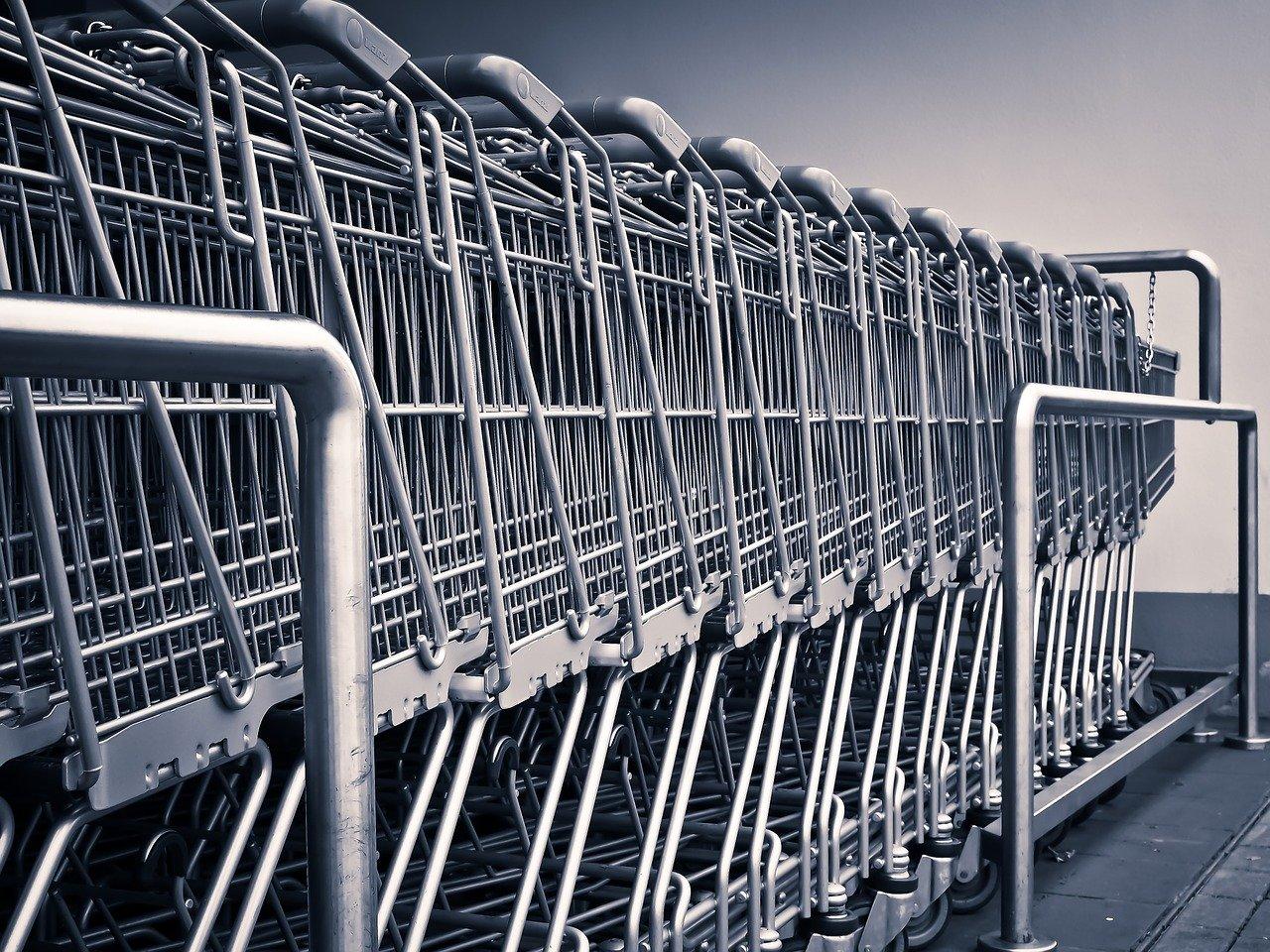 Koronavirus je pokazal in dokazal, da so lahko trgovine ob nedeljah zaprte.