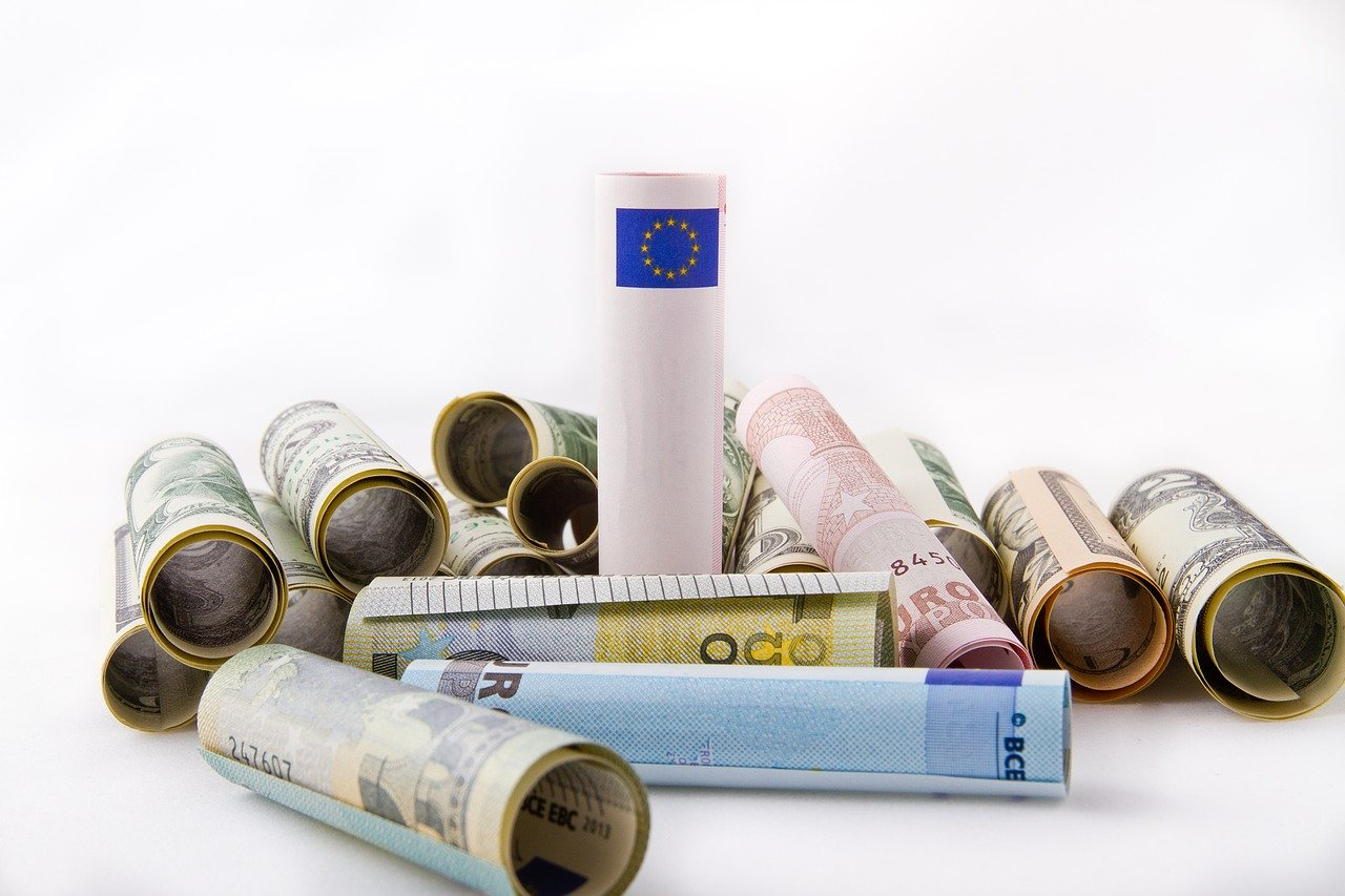 Kakšna bo nova, zakaj je stara, minimalna plača manjša od 700 evrov?