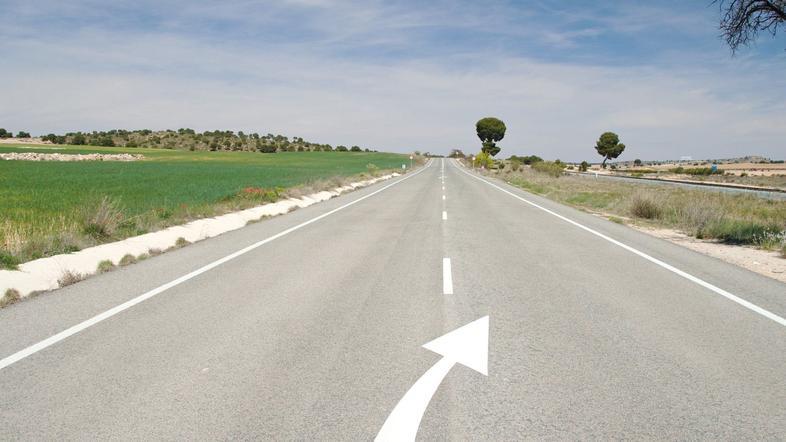Puščice na sredini ceste – kaj pomenijo?