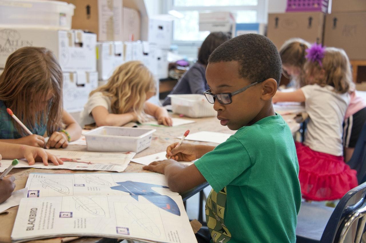 Šola pomembno vpliva na razvoj otroka.
