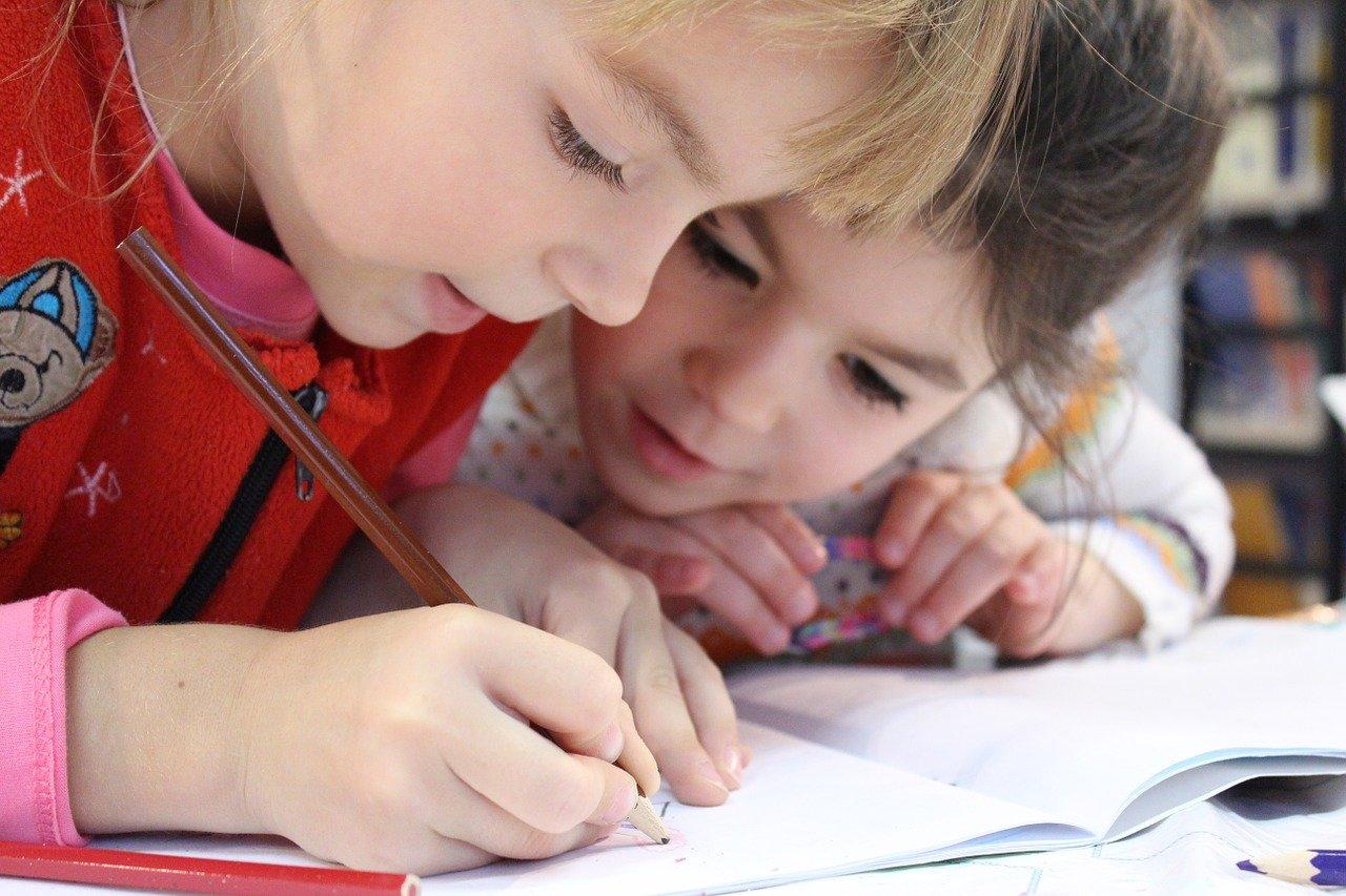 Šola razvija otrokove socialne veščine.