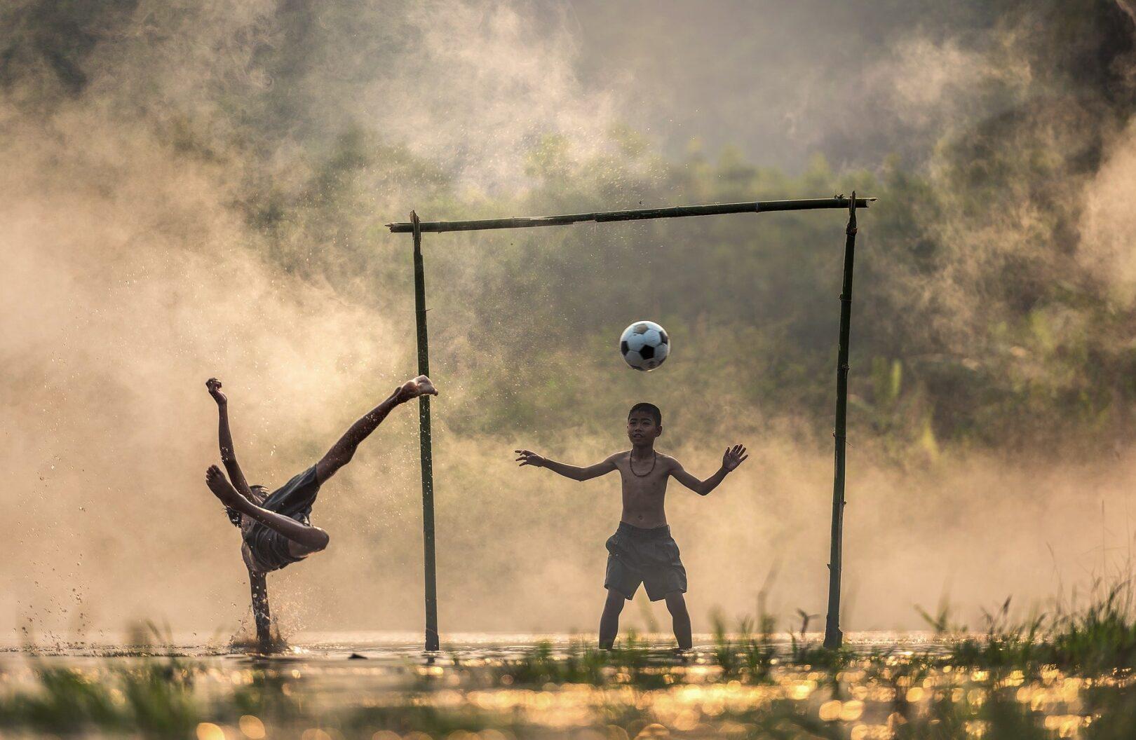 Najboljša rešitev, da nogomet, kjer se obrača največ denarja, preusmerimo na amatersko raven, pri čemer ne bo ničesar izgubil na kvaliteti, saj se preprosto slabše ne da igrati.