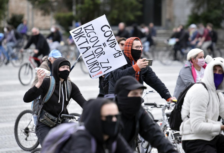Krivi le državljani; kam so šli vsi komunisti!?