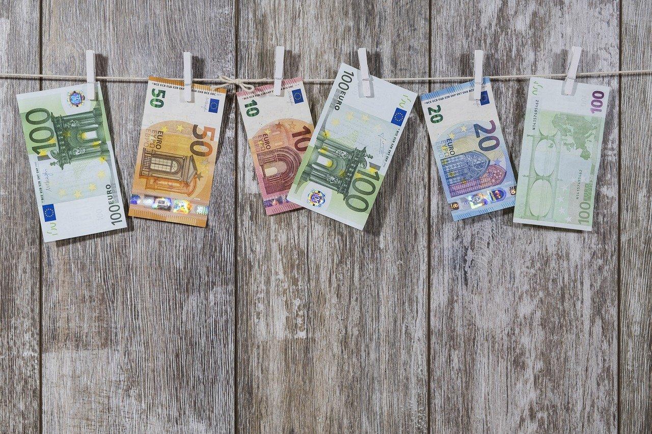 Odkriti primeri pranja denarja s pomočjo kriptovalut ostajajo razmeroma majhni v primerjavi z obsegom pranja denarja s tradicionalnimi metodami.