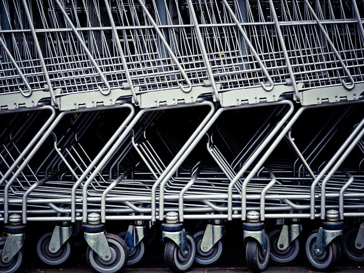 Zaprtje trgovin: zmaga za delavce, klofuta delodajalcem in udarec za gospodarstvo
