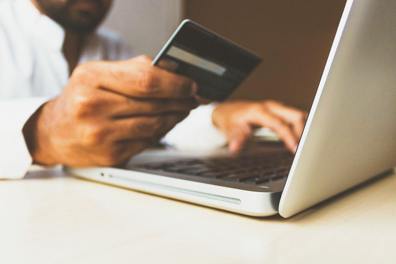 Kartice omogočajo tudi spletno in mobilno poslovanje.