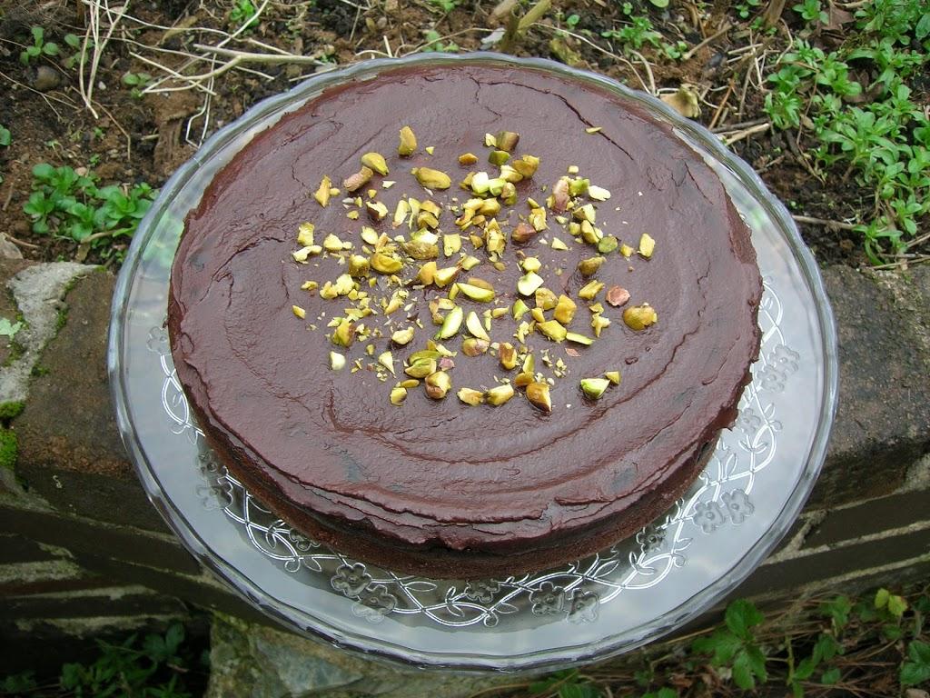 Čokoladna torta s hruškami.