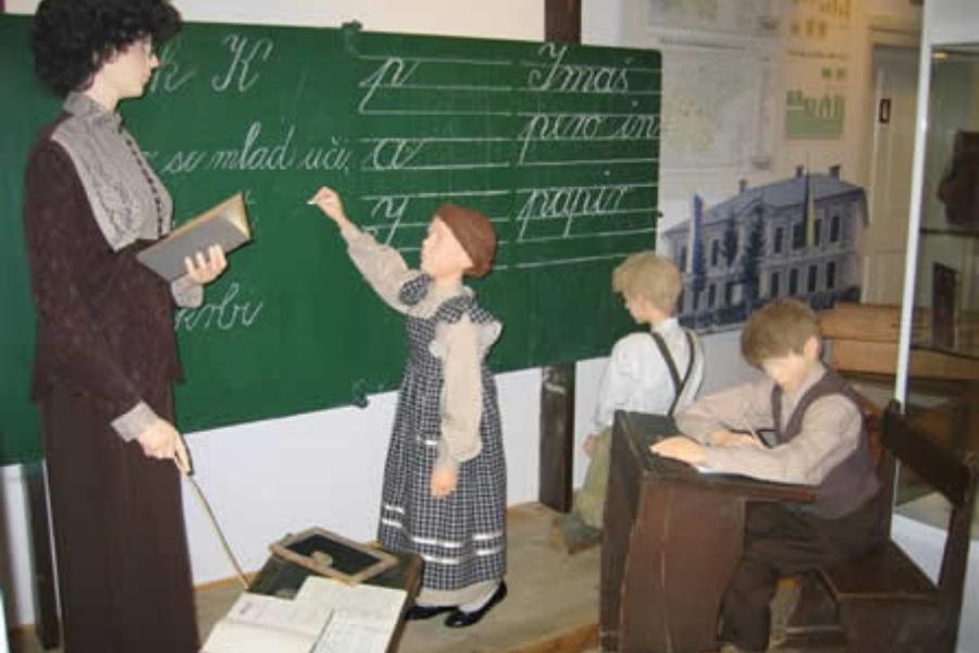 Šolanje pred 100 leti ni bilo samoumevno. Podeželski otroci so bili zapostavljeni.